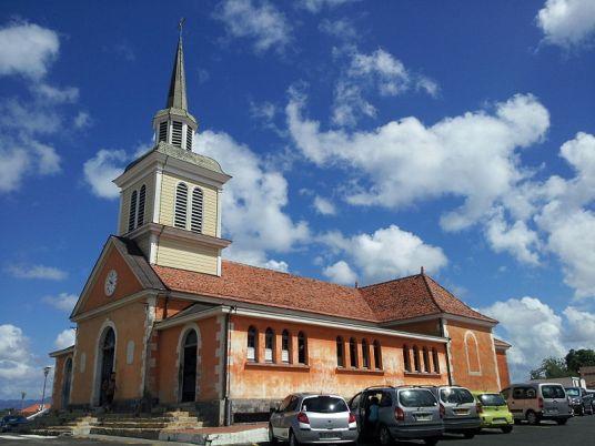 800px-Église_Notre-Dame_de_la_Bonne-Délivrance_des_Trois-Îlets_2