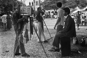 34.-Lita-Cerqueira-Lambe-lambe-Terreiro-de-Jesus-Salvador-BA-1976.-Foto-Coleção-da-artista